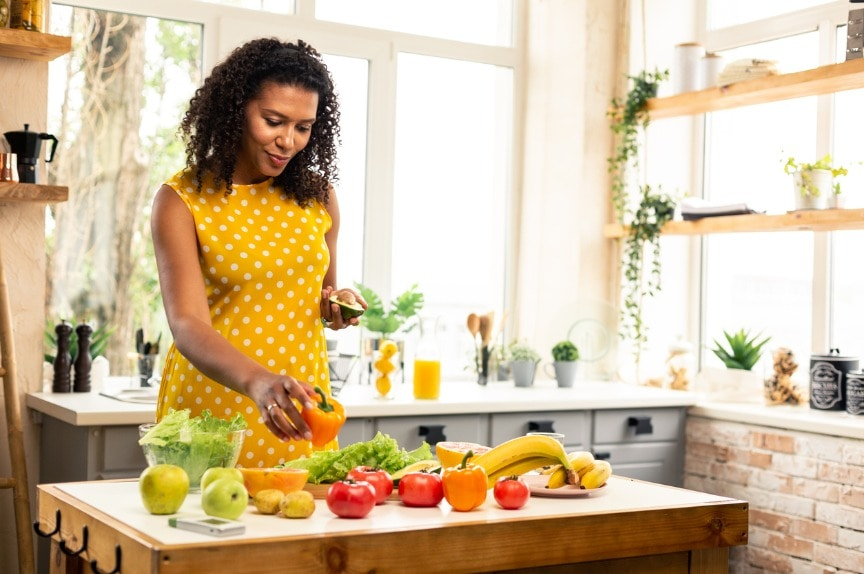 pregnant-woman-choosing-vegetables-for-her-salad-picture-id1155061299 How To Maintain a Healthy Immune System